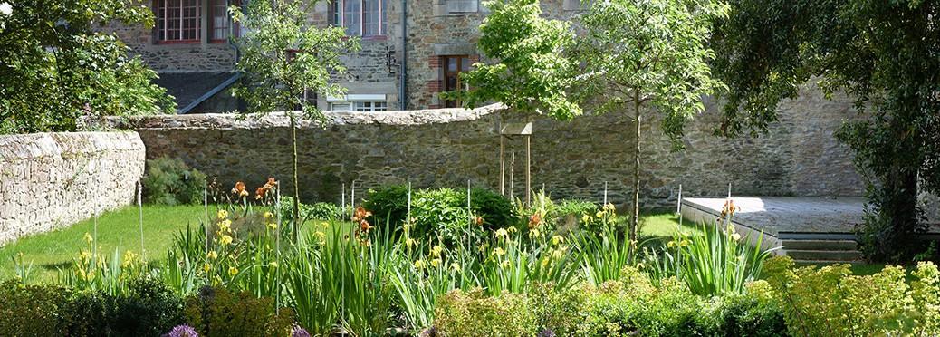 Jardin Ernest Renan, filtre d'Iris et parterre de vivaces
