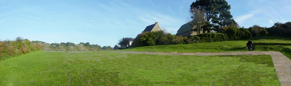 Panorama Yaudet, montage – projet d'une pelouse dégagée au seuil de la chapelle à la vierge couchée sur l'emplacement du parking existant.